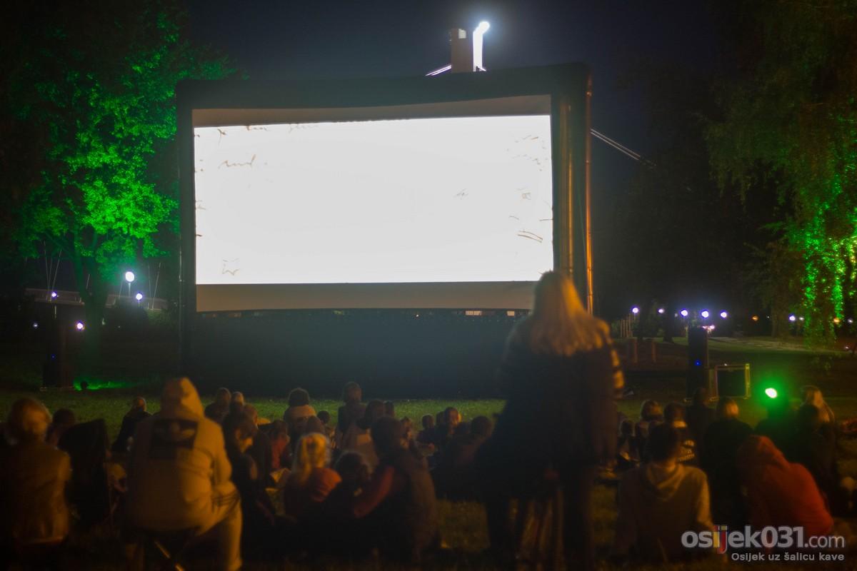 Kino pod zvijezdama [2016.]  Info: [url=http://www.osijek031.com/osijek.php?topic_id=64082]Kino pod zvijezdama [2016.][/url]  Ključne riječi: kino-pod-zvijezdama