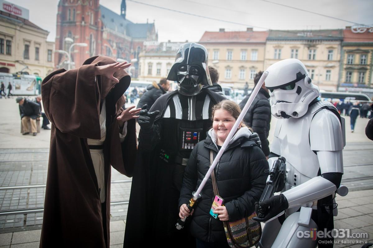 [url=http://www.osijek031.com/osijek.php?topic_id=65004]Darth Vader, Stormtrooper, Jedi i Tie-Fighter prošetali gradom[/url]