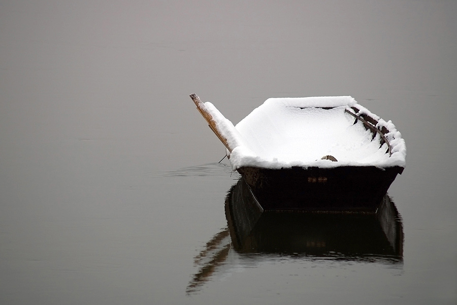 Zimska vožnja  Foto: Jasmina Gorjanski  Ključne riječi: snijeg zima čamac rijeka