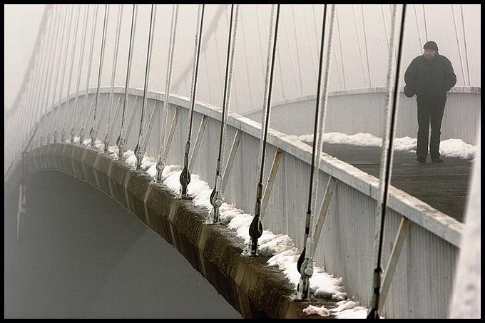 U prolazu  Foto: Samir Kurtagić  Ključne riječi: u-prolazu most snijeg magla
