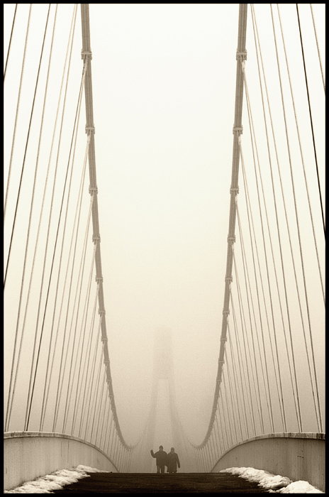 U prolazu  Foto: Samir Kurtagić  Ključne riječi: prolazu zima most magla