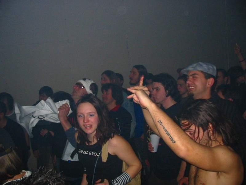 Publika uživa  Ključne riječi: septica koncert klub mladih