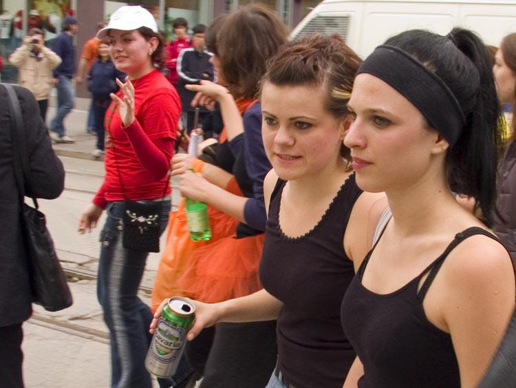 Crno...  ...a vrućina?  Photo: Steam  Ključne riječi: osijek, maturanti, norijada, kopika, drava