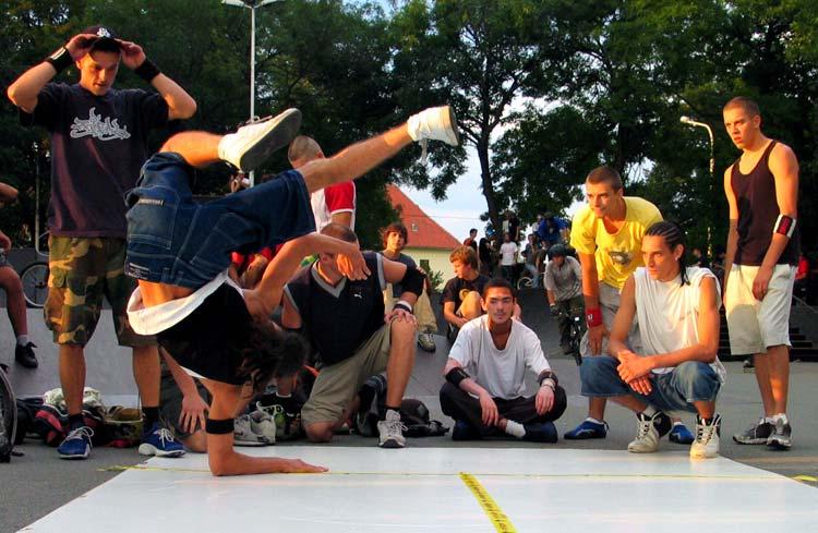 Sav sam se iskrivio  Photo: [url=http://www.osijek031.com/profile.php?mode=viewprofile&u=3]cacan[/url]  Ključne riječi: osijek break dance pannonian challenge 6 slike fotke photo