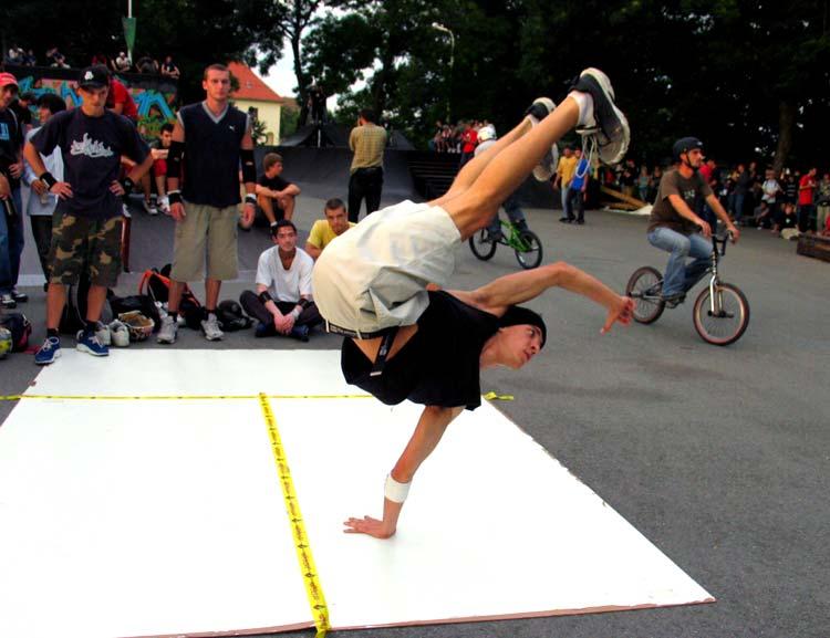 Sve tri u zrak!  Photo: [url=http://www.osijek031.com/profile.php?mode=viewprofile&u=3]cacan[/url]  Ključne riječi: osijek break dance pannonian challenge 6 slike fotke photo