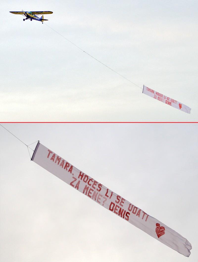 I...?!  Aviončić kojeg ste mogli čuti ovosubotnjeg poslijepodneva u prelijetanju naših glava nosio je jednu zanimljivu poruku...  Tamari i Denisu želimo sreću (posebno Denisu ;-))... valjda je upalilo... ;-)  Foto: cacan  Ključne riječi: prosidba avion