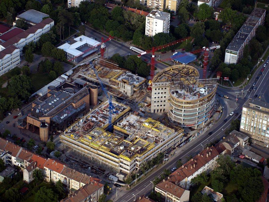 Eurodom, gradnja  Gradilište Eurodoma  Foto: bili, svibanj 2008.  Ključne riječi: eurodom gradiliste gradnja zraka