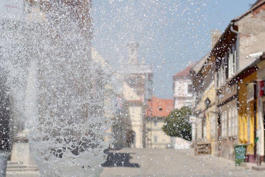 Ulično osvježenje  Foto: cacan  Ključne riječi: rondel fontana tvrdja