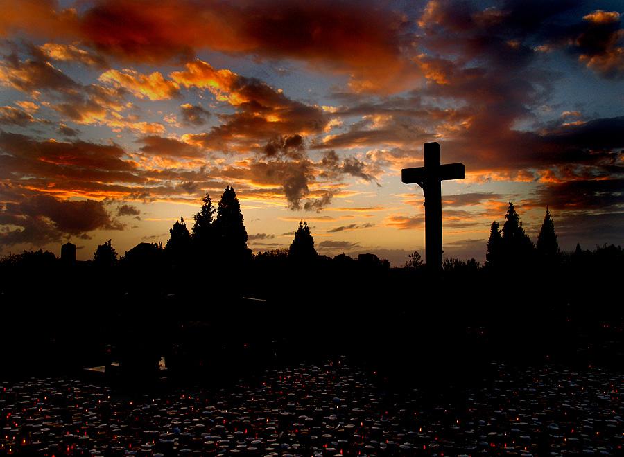 Spokoj  Foto: Jasmina Gorjanski  Ključne riječi: spokoj zalaz nebo svisveti groblje