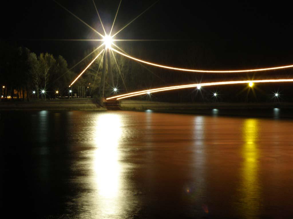 Kremasta Drava  Foto: Vladimir Harhaj  Ključne riječi: drava most nocna