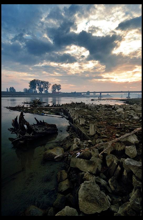 Stare kosti  Foto: Samir  Ključne riječi: drava oseka most