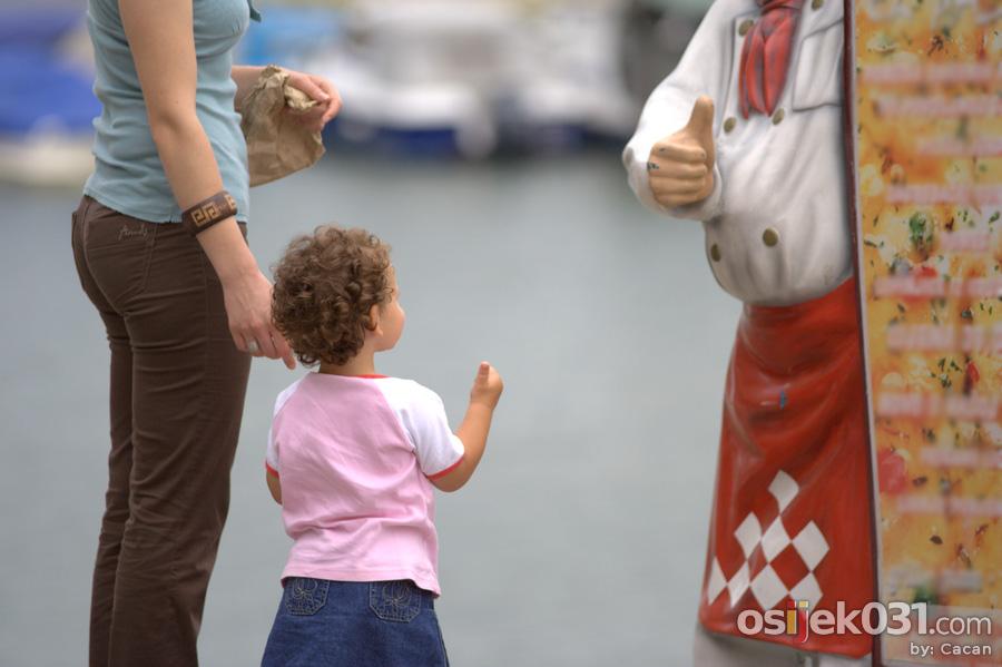 Thumbs up!  Foto: [b]cacan[/b]  Ključne riječi: promenada palac