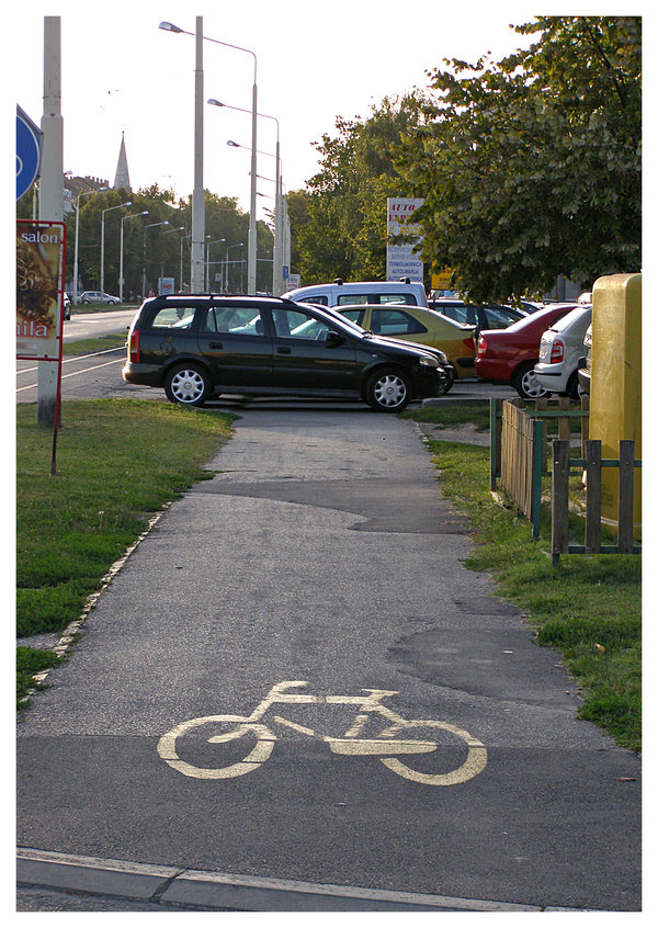 Ja sam gazda Joza  Osijek, 2008.  Foto: [url=http://www.mojosijek.deviantart.com/]Domagoj Sajter[/url]  Ključne riječi: biciklisticka bicikl staza biser promet