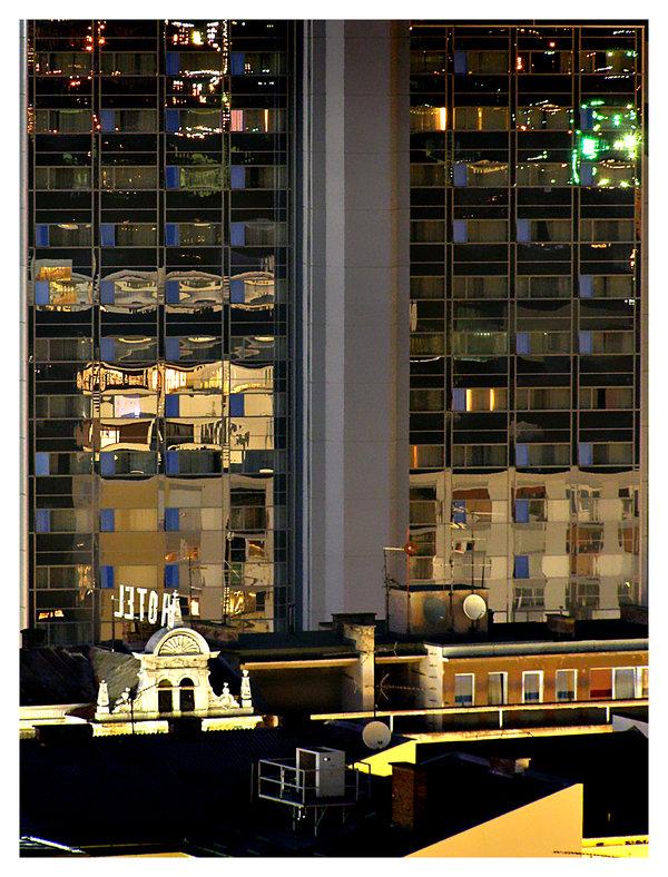 K'o velegrad....ali nije  Ko velegrad... ali nije :D Osijek, 2008.  Foto: [url=http://www.mojosijek.deviantart.com/]Domagoj Sajter[/url]  Ključne riječi: osijek, hotel, velegrad