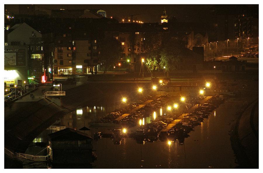Zimska luka čeka zimu  Osijek, Croatia, 2008.  Foto: [url=http://www.mojosijek.deviantart.com/]Domagoj Sajter[/url]  Ključne riječi: zimska luka nocna
