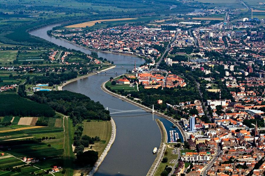 Vijugava Drava  Foto: Toni  Ključne riječi: drava panorama zrak osijek grad