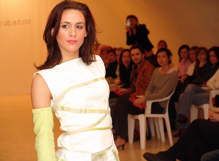 Svjetla mode...  Evo, kako smo i obećali donosio vam presjek dvodnevnog modnog eventa - ''Osijek fashion incubator'', koji se protekli vikend održavao u Tvrđi. Obzirom da pouzdano znam kako dosta vas želi vidjeti modele a ne kreacije, objektiv je izvršio zapovijed... opustite se i klikajte...Više o OFI-u u tekstu by Ana...  [url=http://www.osijek031.com/portal.php?topic_id=328][b]Osijek031 - opširnije o OFI-u...[/b][/url]  photo: Roko031
