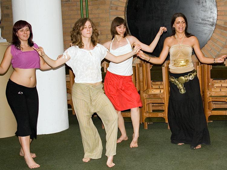 OLJM - radionica trbusnog plesa  Photo: steam  Ključne riječi: OLJM osjecko ljeto mladih trbusni ples