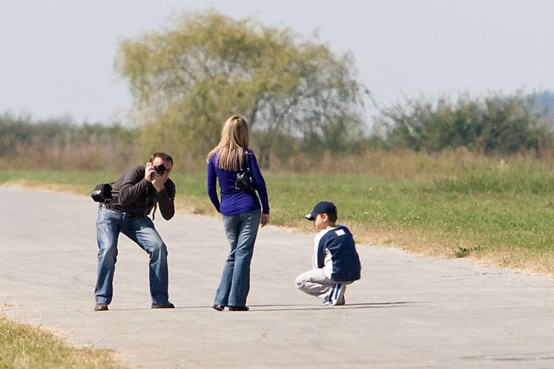 Fotosession na pisti  Foto: steam  Ključne riječi: fotosession ljudi