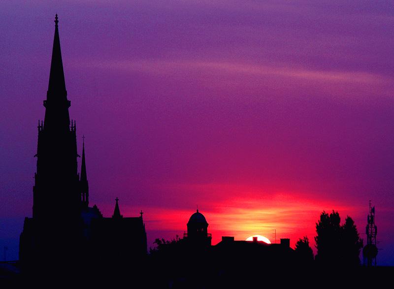 Noć boje satena  Foto: Jasmina Gorjanski  Ključne riječi: katedrala zalazak jasmina