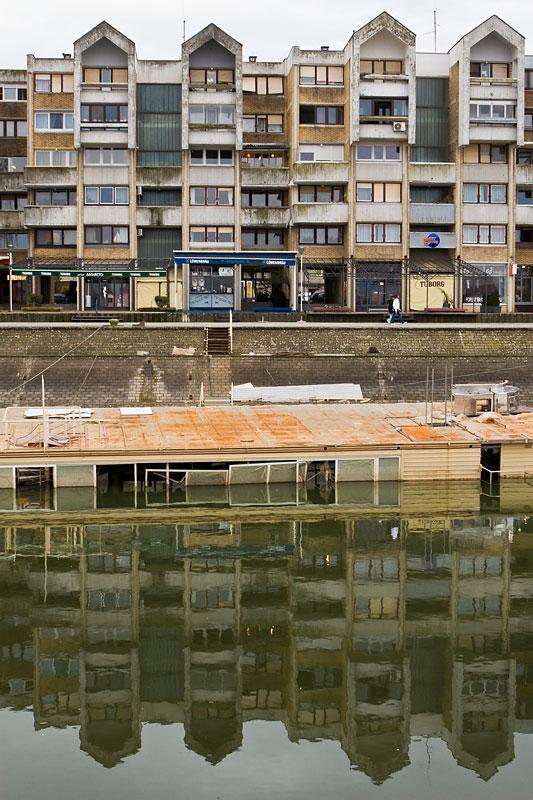 Potopljeni ponton i dalje trune  Foto: steam  Ključne riječi: ponton zimska_luka