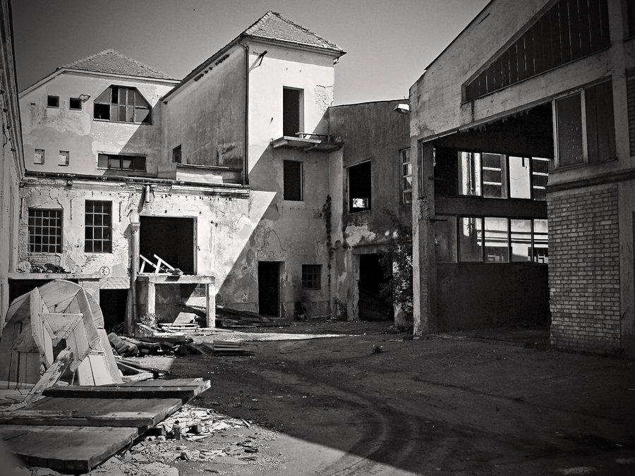 Ostaci osječke industrije  Foto: [url=http://www.mojosijek.deviantart.com/]Domagoj Sajter[/url]  Ključne riječi: tvornica