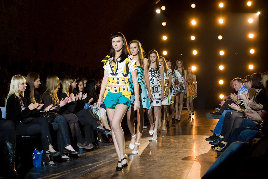 Fashion Art  Foto: steam  [b]Pogledajte[/b] i galeriju fotografija s [url=http://www.osijek031.com/osijek.php?najava_id=13042]Fashion Art[/url]-a: [b]Galerija 031[/b] : [url=http://www.osijek031.com/galerija/thumbnails.php?album=272]Fashion Incubator - Fashion art - dan #1[/url] (2008.04.25.) [b]Galerija 031[/b] : [url=http://www.osijek031.com/galerija/thumbnails.php?album=274]Fashion Incubator - Fashion art - dan #2[/url] (2008.04.26.)   [color=red][b]Galerije Osijek Fashion Incubatora:[/b][/color]  [b]Galerija 031[/b] : [url=http://www.osijek031.com/galerija/thumbnails.php?album=240]Fashion Incubator - Sweetness 1/2[/url]  (02.11.2007.) [b]Galerija 031[/b] : [url=http://www.osijek031.com/galerija/thumbnails.php?album=243]Fashion Incubator - Sweetness 2/2 & After Party[/url]  (03.11.2007.)  [b]Galerija 031[/b] : [url=http://www.osijek031.com/galerija/thumbnails.php?album=165]Fashion Incubator : Esseker Fashion Store[/url] (dan 1.) 2007.03.16.  [b]Galerija 031[/b] : [url=http://www.osijek031.com/galerija/thumbnails.php?album=167]Fashion Incubator : Esseker Fashion Store[/url] (dan 2.) 2007.03.17.  [b]Galerija 031[/b] : [url=http://www.osijek031.com/galerija/thumbnails.php?album=134]Fashion Incubator - Fashion Airlines[/url] (dan #1) 03.11.2006.  [b]Galerija 031[/b] : [url=http://www.osijek031.com/galerija/thumbnails.php?album=137]Fashion Incubator - Fashion Airlines[/url] (dan #2) 04.11.2006.  [b]Galerija 031[/b] : [url=http://www.osijek031.com/galerija/thumbnails.php?album=94]Fashion Incubator - Fashion Manor[/url], dvorac Pejačević, Osijek (2/2)  11.06.2006.  [b]Galerija 031[/b] : [url=http://www.osijek031.com/galerija/thumbnails.php?album=93]Fashion Incubator - Fashion Manor[/url], dvorac Pejačević, Osijek (1/2) 10.06.2006.  [b]Galerija 031[/b] : [url=http://www.osijek031.com/galerija/thumbnails.php?album=60]Fashion Incubator - Fashion Factory[/url] (2/2) 29.10.2005.  [b]Galerija 031[/b] : [url=http://www.osijek031.com/galerija/thumbnails.php?album=59]Fashion Inc
