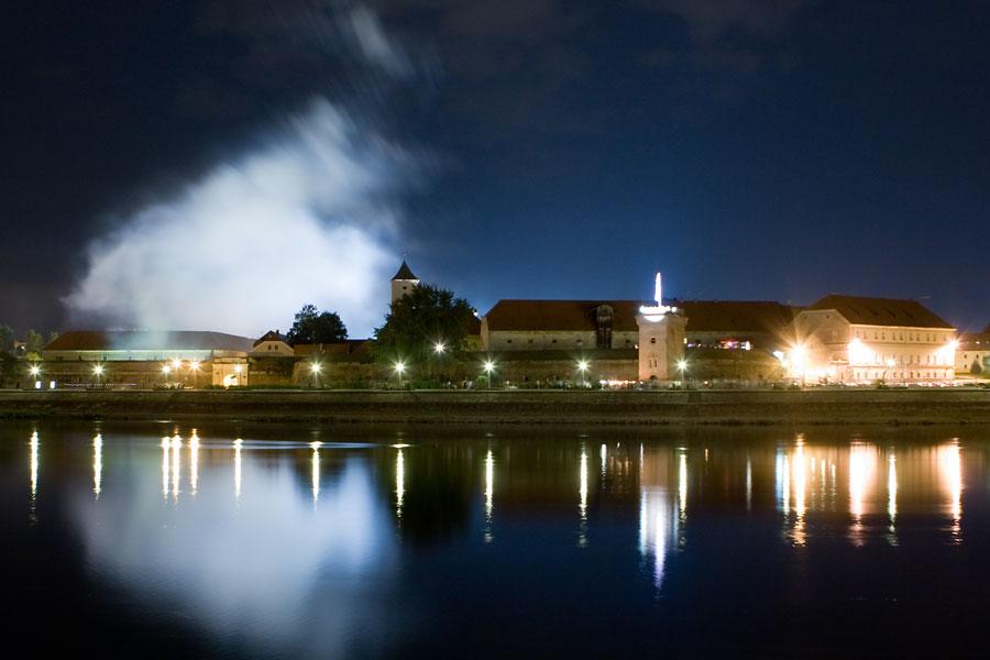 Nakon vatrometa  Foto: steam  Ključne riječi: tvrdja vatromet drava nocna