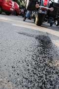 2006_06_24_Bikeri_defile_guma_vs_asfalt.jpg