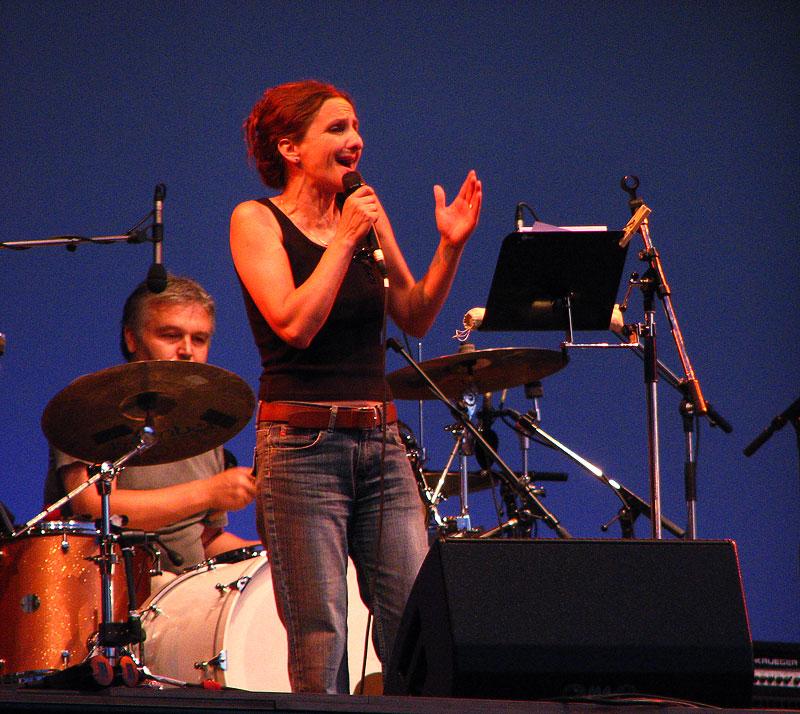 Tamara Obrovac  [url=http://www.osijek031.com/osijek.php?najava_id=8450]Linz Europa Tour 2007. i Tamara Obrovac[/url]  Foto: KCimer [url=http://skviki.osijek031.com/]photoblog[/url]  Ključne riječi: koncert