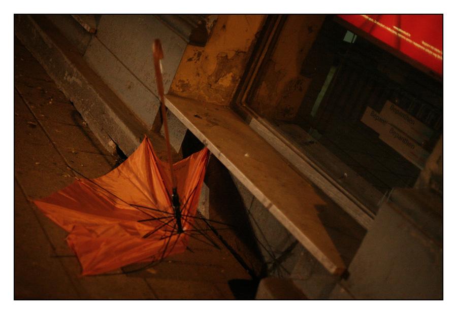 Posljedica nevremena  foto: Sikki  Ključne riječi: osijek kišobran