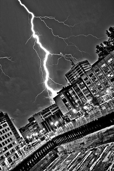 Osječka ljetna noć #3 [subota]  [url=http://www.osijek031.com/osijek.php?topic_id=13979]Osječka ljetna noć - #3 2008. - Hladno pivo + program[/url]  Adekvatna zamjena za Hladno Pivo. :D  Foto: Isis  Ključne riječi: oljn oljn2008 ljetna munja grom bolt lightning