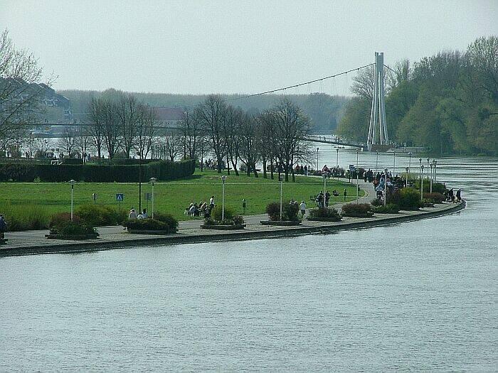 Samo malo...  Photo: Circa031  Ključne riječi: voda poplava drava most promenada