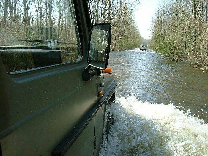 Samo terencem  Cesta prema vikend naselju Karašica  Photo: Circa031  Ključne riječi: voda poplava terenac