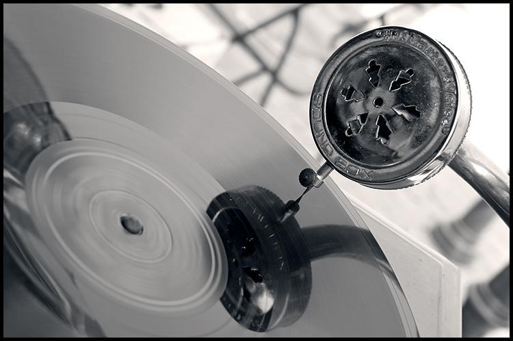 Sound Box  Photo: Ivan Sekol  Ključne riječi: ivan sekol osijek sajam antikviteta tvrda gramofon