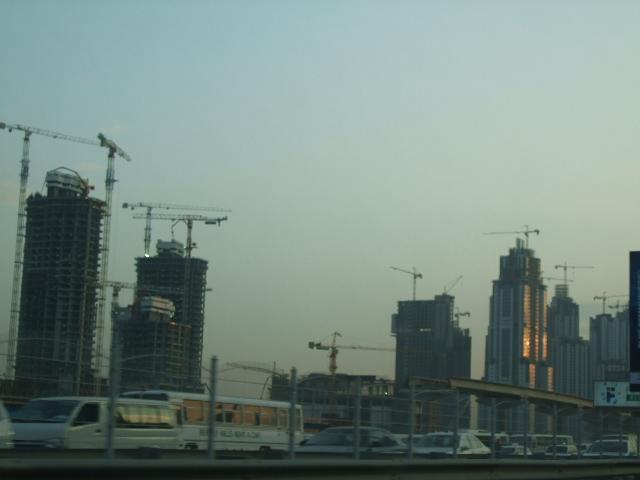 Gradiliste  ...najvise me zanima kako su odvukli sve te dizalice na vrh zgrada....