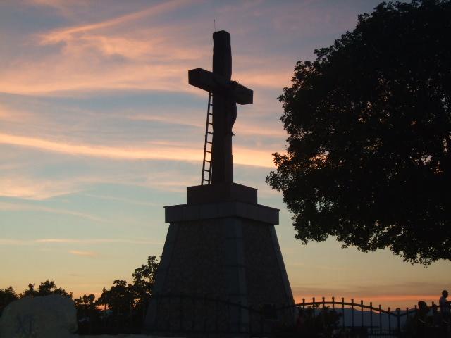 ...Porat, zavjetni križ...