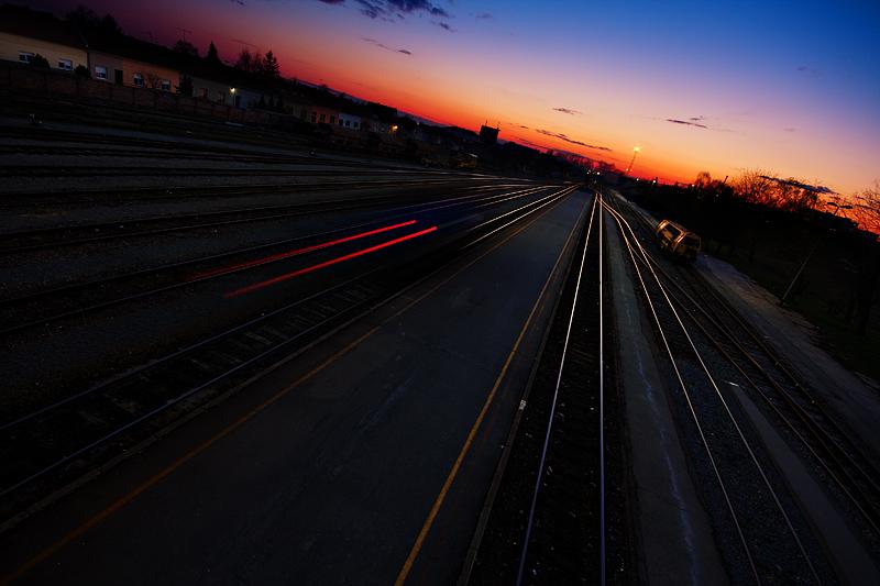 Noćni vlak  Photo: Davor Pleša [url=http://davorplesa.com]davorplesa.com[/url]  Ključne riječi: vlak noc kolodvor davor