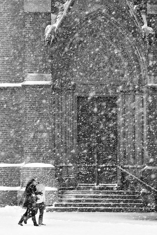 Šetnja  Foto: [url=http://davorplesa.com/]Davor Pleša[/url]  Ključne riječi: setnja zima snijeg katedrala