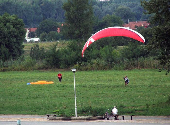 Paraglideri  Foto: Zuhra  Ključne riječi: paraglideri paragliding
