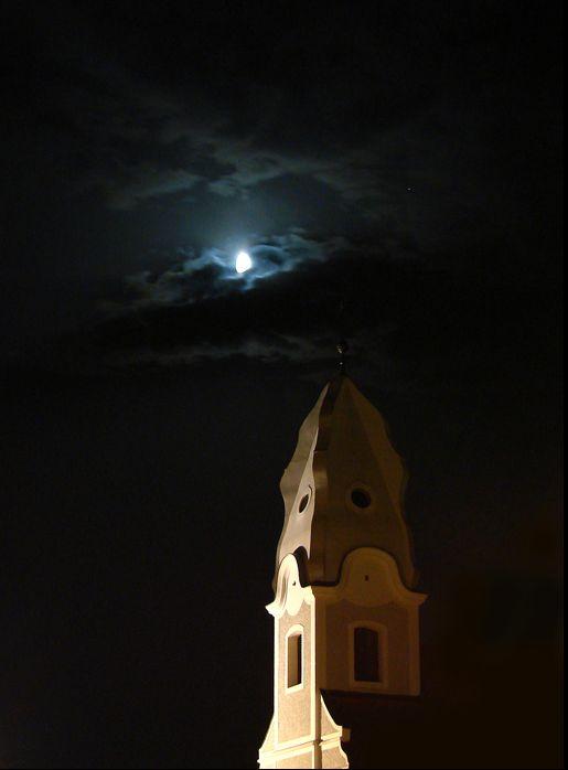 NG moon  Ključne riječi: crkva Marija Terezija Nova Gradiška mjesec