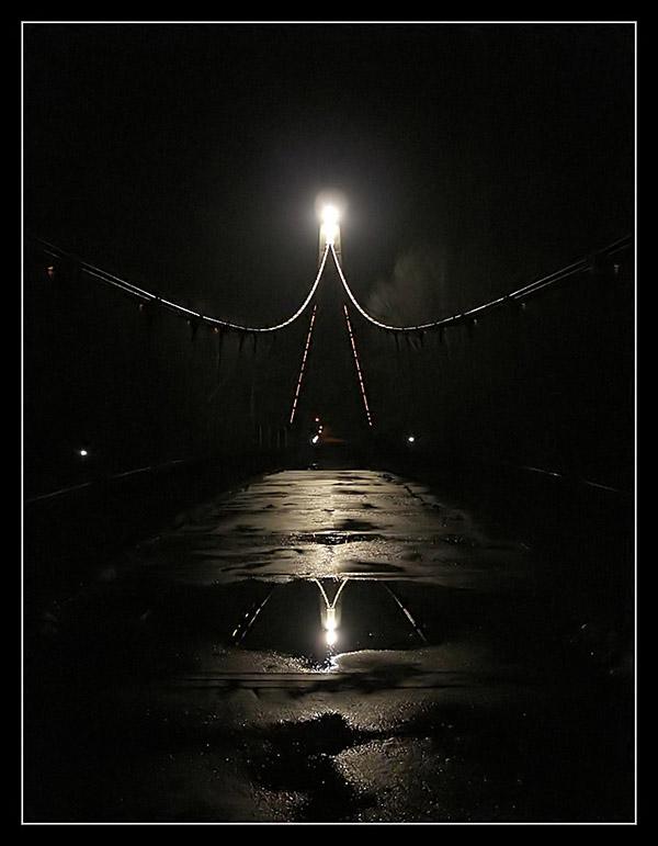 Simetrija  Foto: grrrrrrrr   Ključne riječi: osijek most odraz noc lokva voda refleksija simetrija