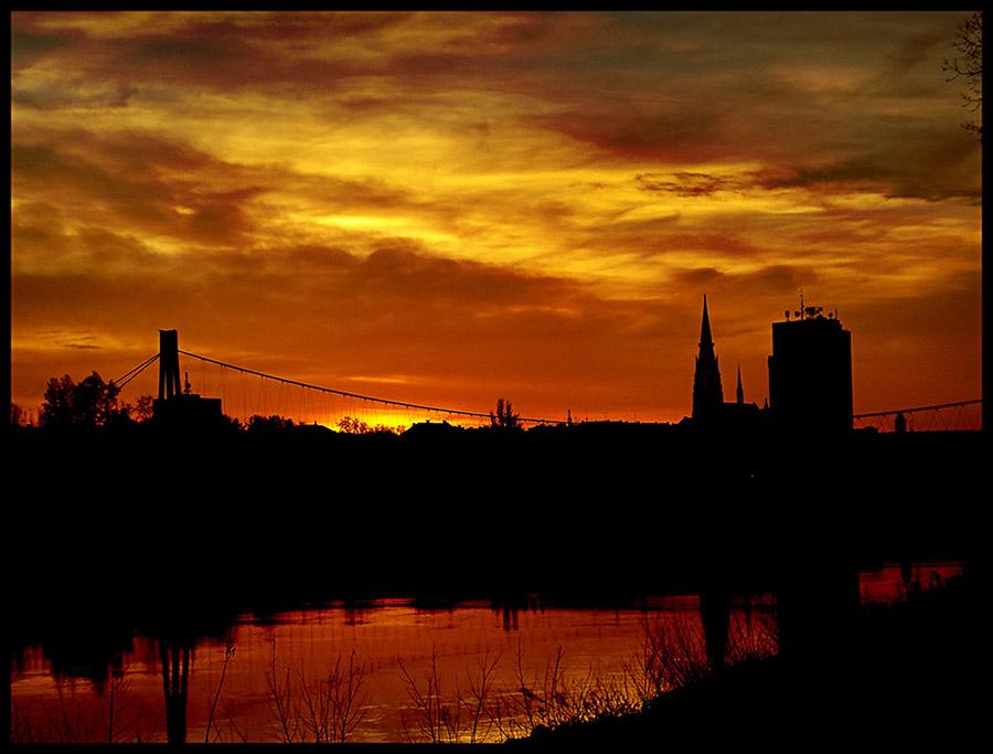 Sundown  Ključne riječi: osijek suton sumrak most drava crveno