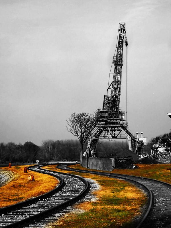 DeIndustrialization  Ključne riječi: osijek industrija pruga pruge trava kran dizalica staro napušteno