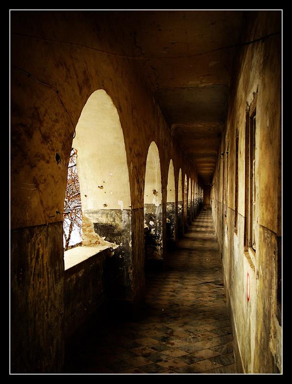 Hodnik  Foto: grrrrrrrr  Ključne riječi: hodnik osijek tvrđa stupovi