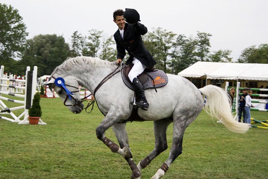 Pobjednik  [url=http://www.osijek031.com/osijek.php?najava_id=15225/] Dani konjičkog sporta[/url]  Foto: [b]zeros[/b]  Ključne riječi: pampas konj pobjednik