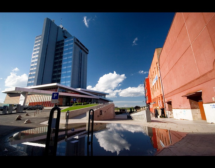 U prolazu  Foto: Samir Kurtagic  Ključne riječi: u-prolazu prolazu hotel osijek