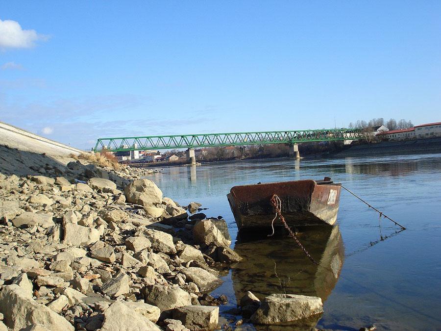 Stari čamac  Foto: Tomislav Hocenski  Ključne riječi: stari camac drava