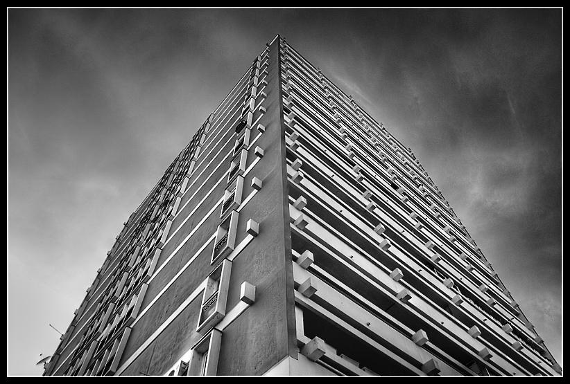 Acid skyscraper  Foto: Osmanagic Senad   Ključne riječi: acid skyscraper nebo zgrada