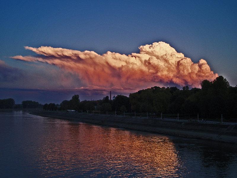 Nebo  Foto: [url=http://www.domagojs.deviantart.com/]Domagoj Sajter[/url]  Ključne riječi: nebo